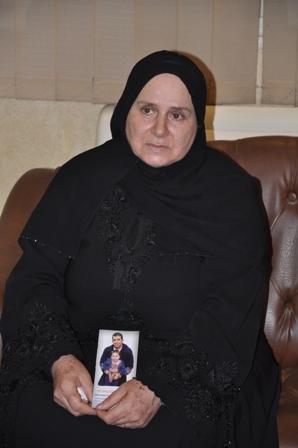 صور الاعلامى طارق علام فى برنامج كلام من دهب من والدة الظابط شريف الذى أختفى فى ثورة يناير 25