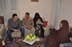 صور الاعلامى طارق علام فى برنامج كلام من دهب مع أسرة طفلة تم أختطافها بالحضانة